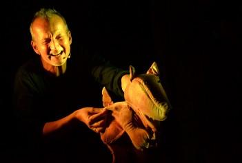 Als besonderes Highlight gibt es das Figurentheater von Stefan Karch um 14:30 Uhr und um 16 Uhr im großen Saal.